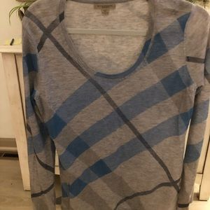Authentic Burberry scoop neck sweater. Size L